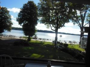 holly at lake 007